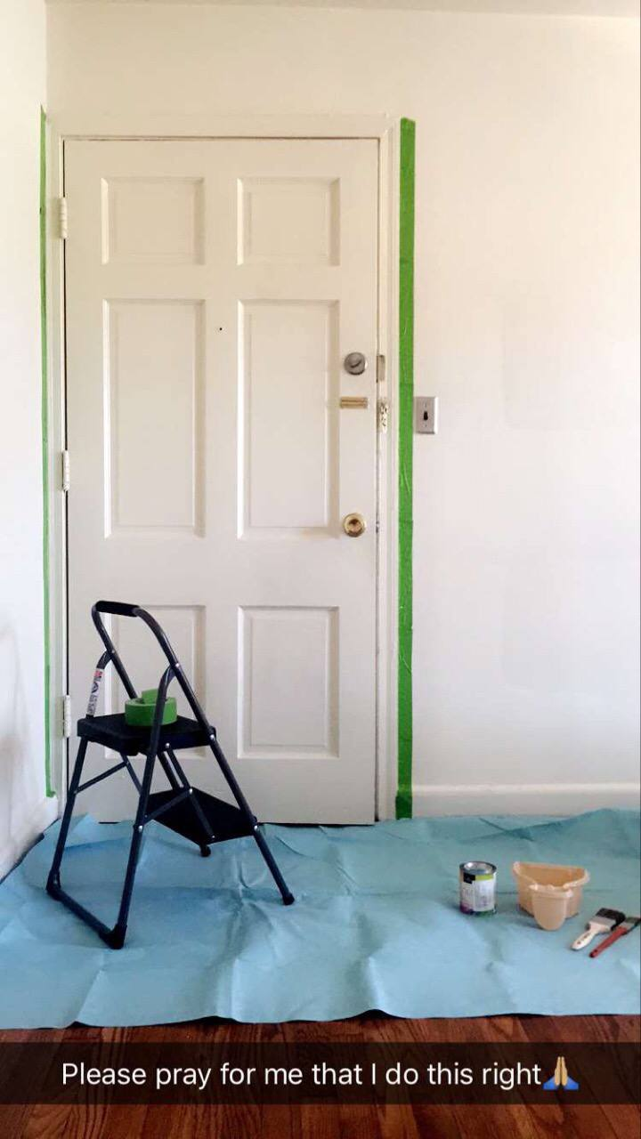 diy pop of color painted doorframe #blackandyellowhome