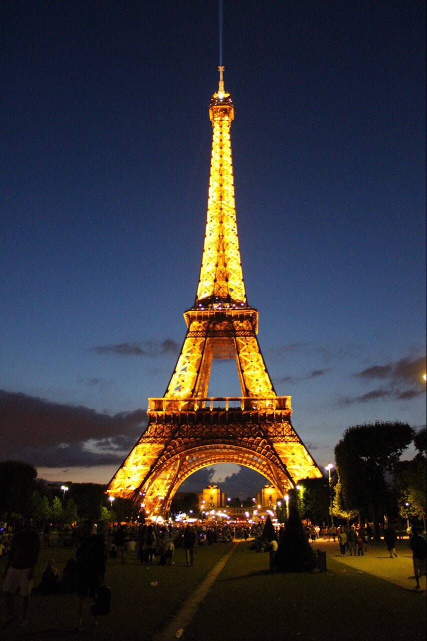 The Eiffel Tower From Day To Night - Setarra